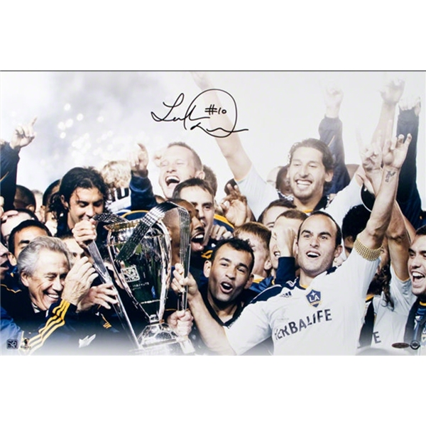 Upper Deck Landon Donovan Autographed LA Galaxy Team Celebration Photo